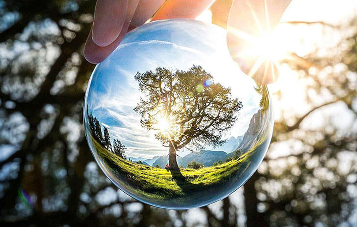 Deal of the Day: Lensball Pro 80mm Clear Crystal Photography Sphere $49 (Reg $68)